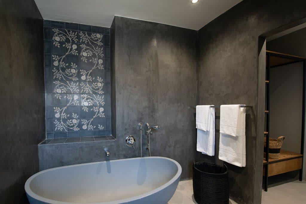 Belle Maroc Hotel Bathroom, Moroccan tiles, bathtub